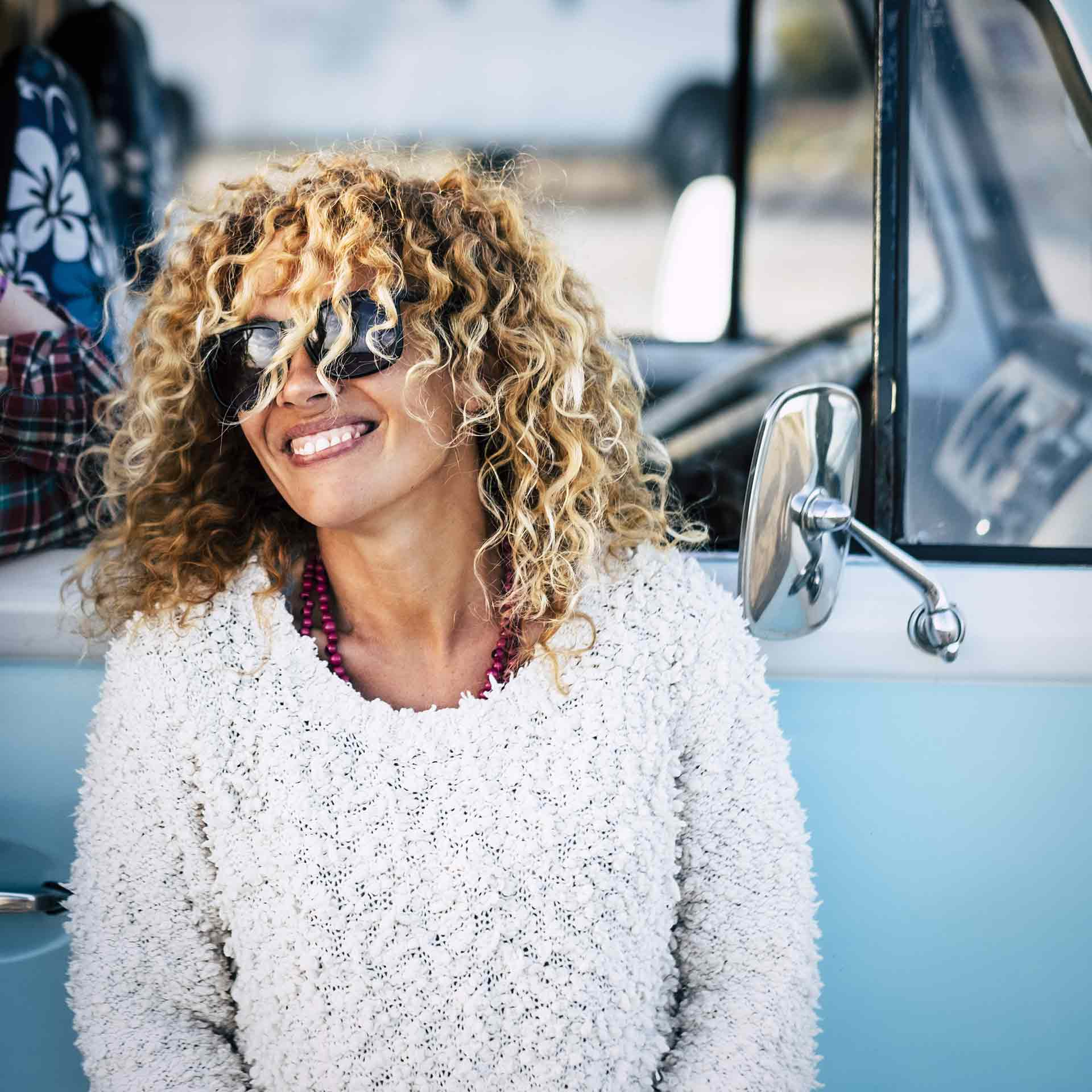 smiling-woman-live-happily-secrets